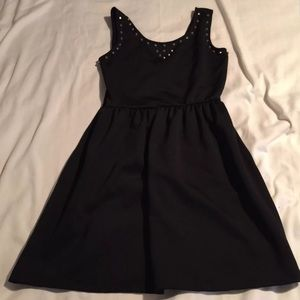 Dresses & Skirts - 🎀LBD LARGE-NEW🎀
